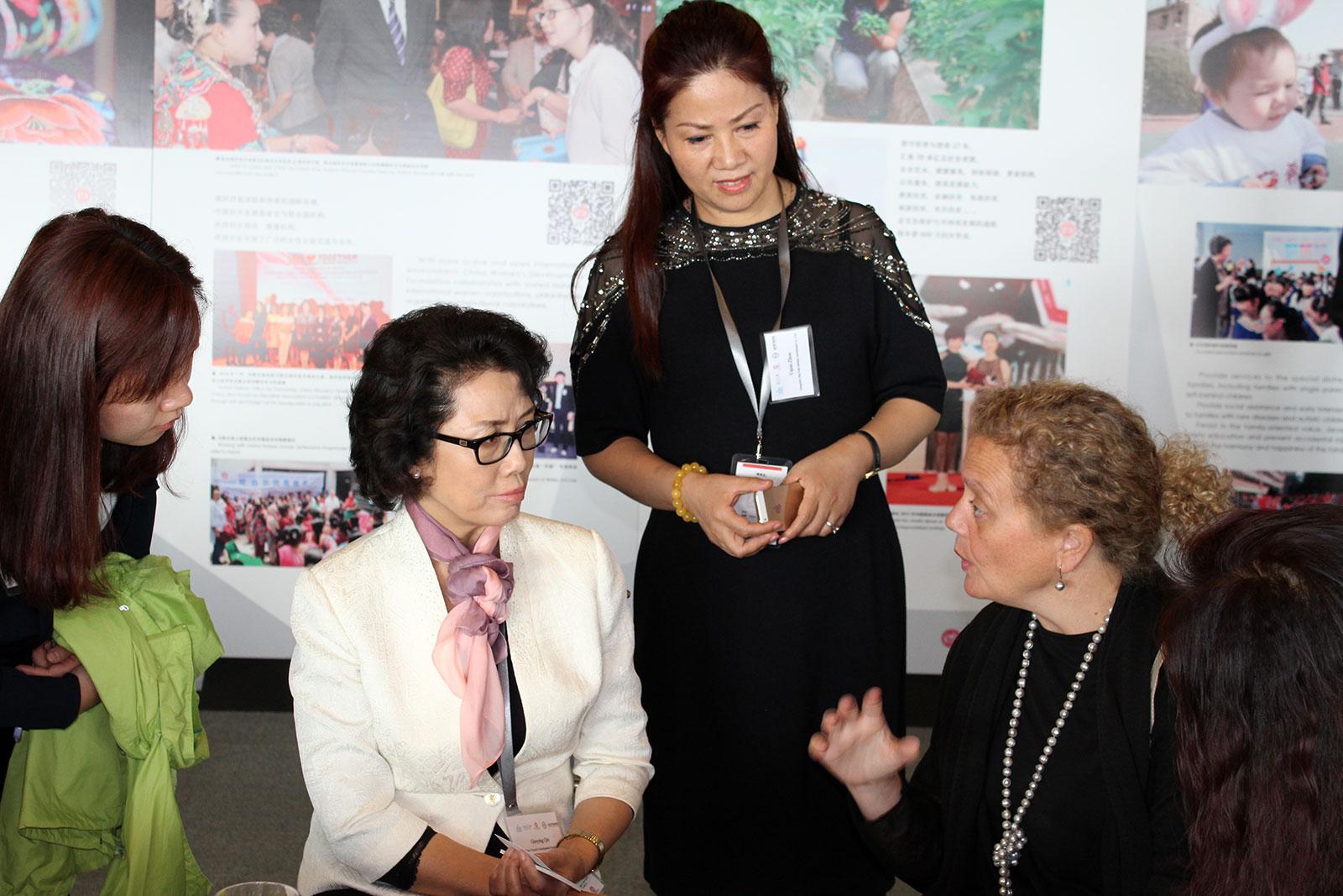 中国妇女发展基会副理事长兼秘书长合影