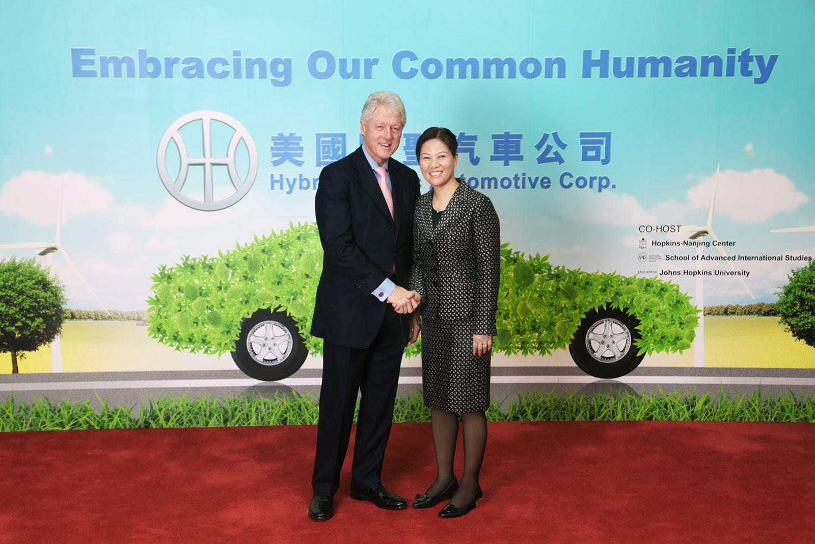 美国前总统克林顿先生亲切接见周亚军